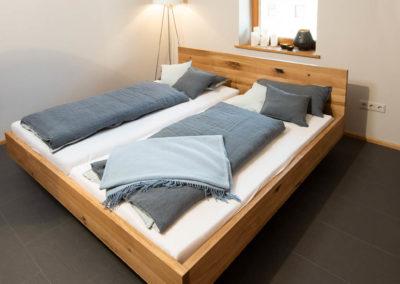 Eigenbau unserer Schreinerwerkstatt: Doppelbett, Wildeiche, natur geölt mit Kufengestell