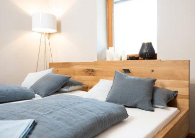 Wunderschön: Doppelbett, Wildeiche, natur geölt mit Kufengestell