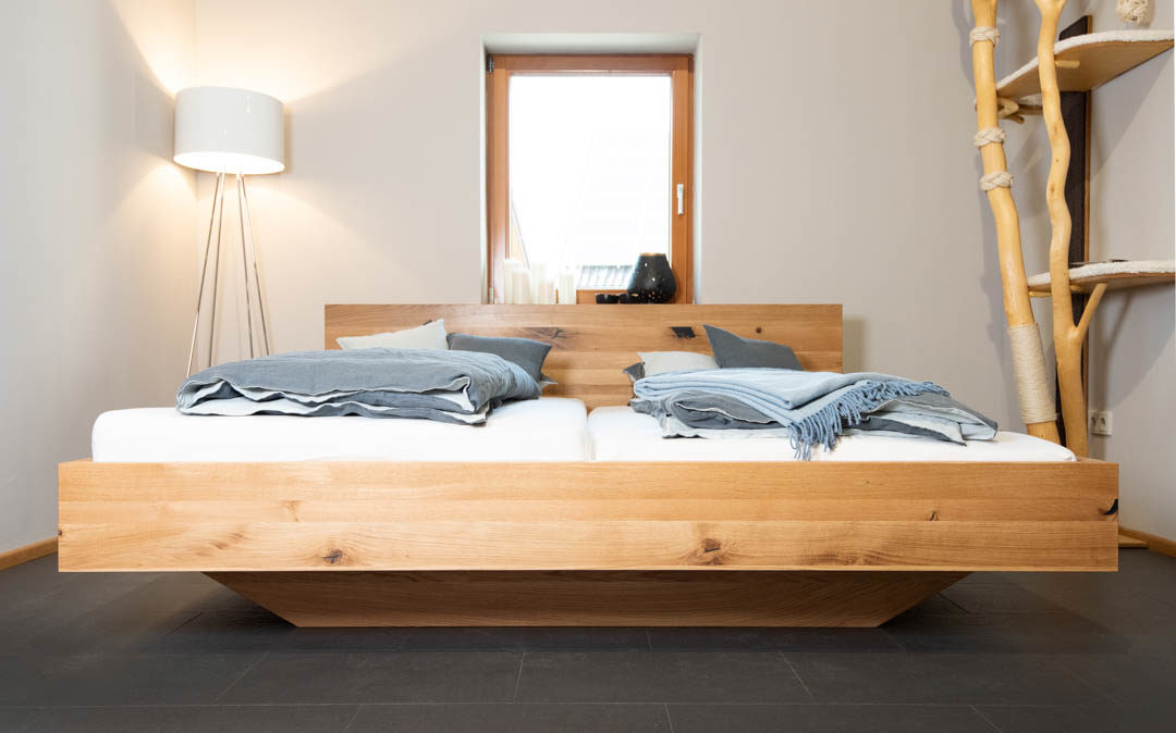 Möbelstück aus der Schreinerwerkstatt: Doppelbett Wildeiche
