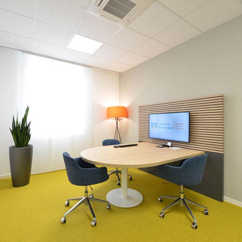 Beraterraum mit modernem Wandpaneel